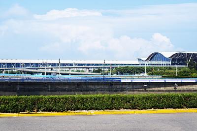 上海浦东国际机场,高架桥,机场出发区,浦东,天空,水平画幅,无人,交通,户外,都市风景