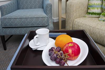 客房服务,粉红佳人苹果,宾馆客房,水平画幅,无人,椅子,茶碟,家具,居住区