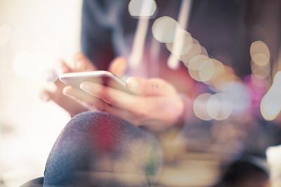 青年女人,社交聚会,社会化网络,电子邮件,电子阅读器,青少年,休闲活动,明亮,居住区,现代