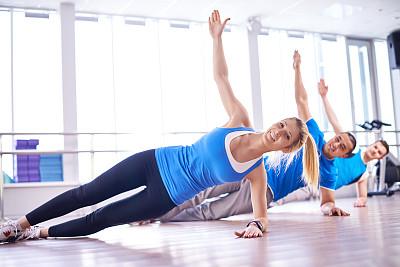 普拉提 ,一排人,运动竞赛,四肢,休闲活动,健康,举起手,仅成年人,青年人,运动