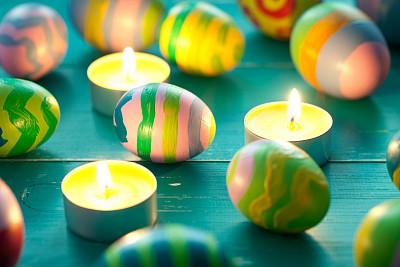 复活节彩蛋,木制,色彩鲜艳,蜡烛,桌子,绿松石,手工着色,纹理效果,古老的,明亮