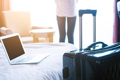 宾馆客房,女商人,商务旅行,行李,酒店,旅途,笔记本电脑,水平画幅,仅成年人,现代