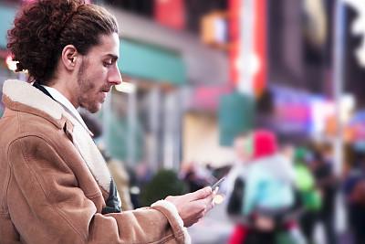 纽约,男人,手机,时代广场,曼哈顿时代广场,曼哈顿中心,夜晚,市区路,计算机软件,男性