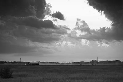 乌云,路,卡车,灰尘,在下面,沙砾,尘暴,预兆的,货车运输,明尼苏达