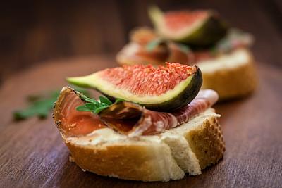 意大利烤面包,单片三明治,奶油干酪,选择对焦,水平画幅,无人,开胃品,生食,奶酪,特写