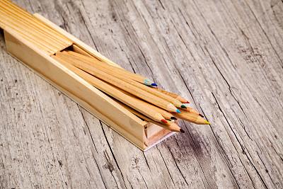 铅笔,盒子,铅笔盒,复合地板,水平画幅,彩色图片,木制,无人,地板,一个物体
