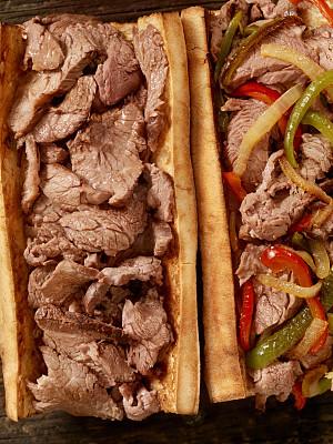 费城,椒类食物,牛排,原汁的,法国蘸酱,费城干酪牛排,波罗伏洛干酪,上等烤牛肉,潜艇三文治,烤红辣椒
