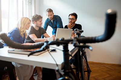 职业,焦点,办公室,脑风暴,笔记本电脑,灵感,水平画幅,会议,忙碌,人群