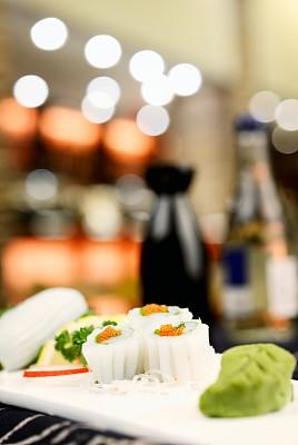 鱿鱼,日本食品,金针菇,罗宋汤,生鱼片寿司,鱼子酱,生鱼片,垂直画幅,格子烤肉,开胃品