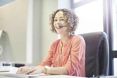 表现积极,it技术支持,羊毛帽,总机人员,呼叫中心,正面视角,留白,业主,销售职位,30岁到34岁