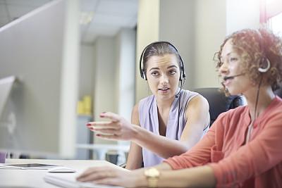 横截面,呼叫中心,学员,总机人员,兼职工作人员,培训课,正面视角,留白,业主,销售职位