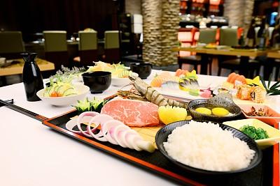 日本食品,金针菇,罗宋汤,章鱼,鱼子酱,生鱼片,鲔鱼,葡萄酒,开胃品,明虾