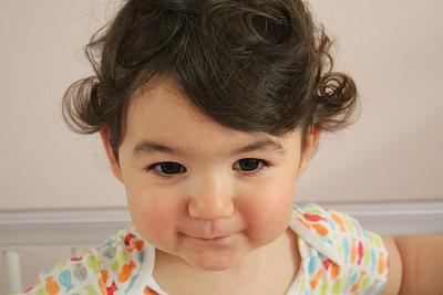 肖像,儿童,美,幸福,水平画幅,可爱的,快乐,美人,棕色头发,面部表情