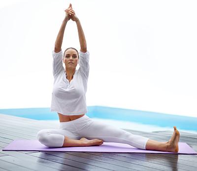 瑜伽,自由,水,灵性,四肢,休闲活动,健康,仅成年人,头发向后梳,青年人