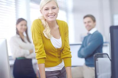 女人,非凡的,领导能力,羊毛帽,平衡折角灯,留白,少量人群,经理,男性,仅成年人