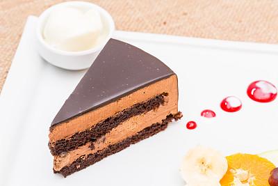巧克力蛋糕,黑森林,巧克力糖衣,冰淇淋,水平画幅,无人,蛋糕,橙子,甜点心,白色