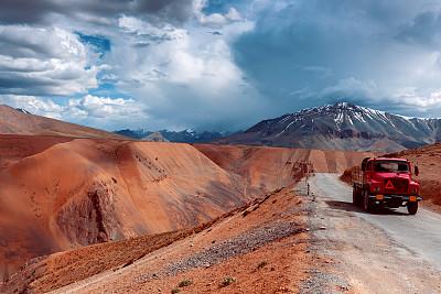喜马拉雅山脉,高原,卡车,红色,云,白昼,印度,荒野公路,天空,留白