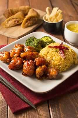 左宗棠鸡,融合菜,春卷,垂直画幅,选择对焦,无人,膳食,红辣椒,开胃酱,肉