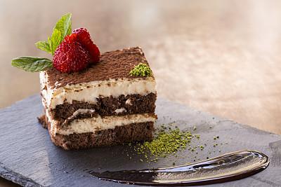 甜点心,切片食物,提拉米苏,巧克力糖衣,软酱,巧克力蛋糕,可可树的果实,梧桐科植物,留白,奶油