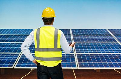 太阳能发电站,背面视角,太阳能电池板,半身像,气候,水平画幅,能源,格子,户外,白人