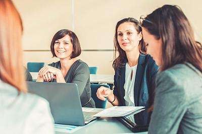 会议,人群,女商人,办公室,30到39岁,脑风暴,笔记本电脑,水平画幅,商务会议,文档