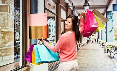 女人,拿着,购物袋,半身像,顾客,黑发,商店,仅成年人,青年人,服装店