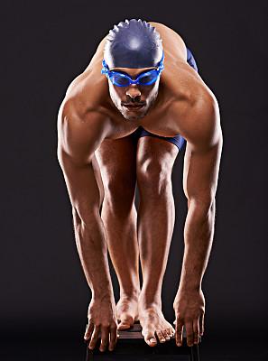 稳定,游泳起跑架,游泳短裤,游泳帽,垂直画幅,留白,运动竞赛,健康,男性,仅男人