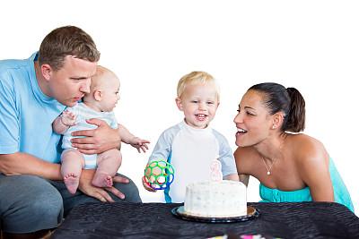 蛋糕,等,茶水间,年轻双亲,票务中心,30到39岁,水平画幅,父母,白人,男性