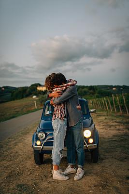老爷车,旅途,青年伴侣,奇扬第地区,佛罗伦萨,一见钟情,垂直画幅,留白,女朋友,古典式