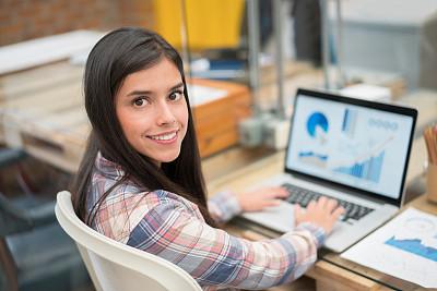 电子邮件,女人,办公室,休闲装,学员,图表设计师,电子商务,文档,仅成年人,想法