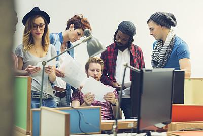 创造力,办公室,台灯,非裔美国人,男商人,新创企业,文档,男性,责任,仅成年人