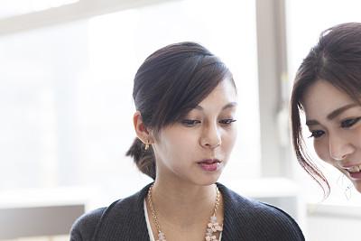 工间休息,看,女商人,药丸,室内设计师,文档,仅成年人,日本人,现代,青年人