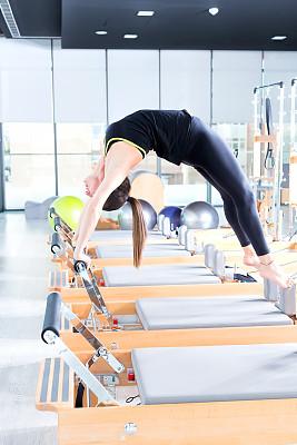 普拉提 ,指导教师,有氧运动教师,健身课程,垂直画幅,休闲活动,努力,腿,健康,仅成年人