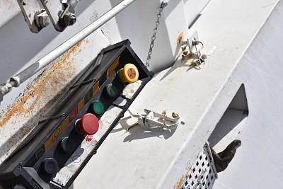 垃圾车,仪表板,量表,垃圾,水平画幅,无人,陆用车,标签,户外,停止标志
