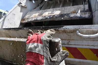 垃圾车,清洁工,细菌,水平画幅,拿着,护手套,特写,肮脏的,操作,摄影