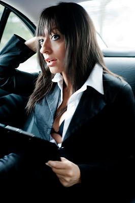后座,青年女人,豪华轿车,车座,忙碌,陆用车,套装,仅成年人,疲劳的,现代