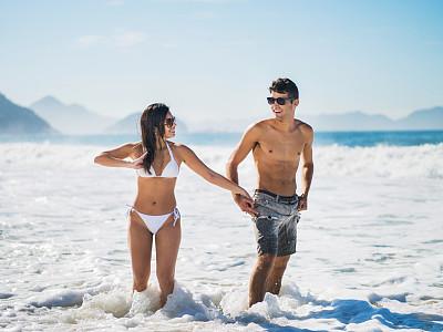 夏天,海滩,白昼,水,拉美人和西班牙裔人,水平画幅,伴侣,户外,男性,仅成年人