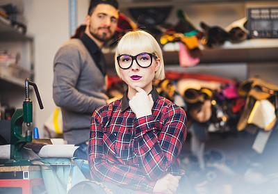 时尚设计师,工作室,青年人,两个人,美术工作室,水平画幅,商务,纺织品,工作场所,高级定制服装