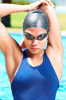 女人,羊毛帽,拉伸图像,信心,游泳护目镜,游泳帽,垂直画幅,水,留白,四肢