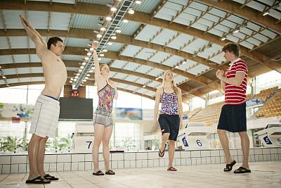浅水泳池,游泳起跑架,起跑架,国际性体育比赛,奥运,起跑线,水,少量人群,男性,仅成年人