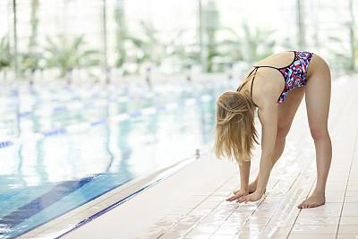 女性,浅水泳池,国际性体育比赛,水,留白,仅成年人,长发,现代,青年人,运动