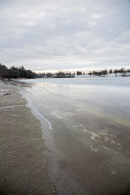 湖,海滩,霜,垂直画幅,水,雪,户外,斯堪的纳维亚半岛,石头,冬天