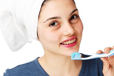 用毛巾包裹,牙刷,青少年,人的嘴,早晨,完美,青年人,人的脸部,信心