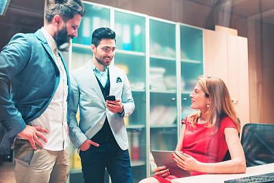 办公室,人群,商务,人,30到39岁,水平画幅,会议,玻璃,商务会议,男商人