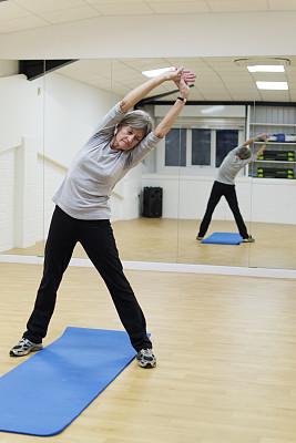 健身房,有氧运动教师,运动裤,瑜伽馆,席子,教练,指导教师,健康,白人,仅成年人