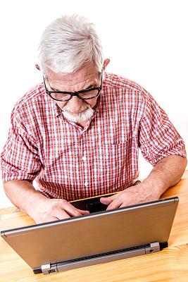 使用手提电脑,男人,垂直画幅,笔记本电脑,灵感,休闲活动,手势语,白人,完美,男性