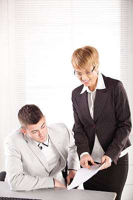商务,垂直画幅,智慧,套装,男商人,经理,男性,仅成年人,现代,青年人