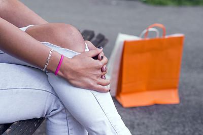 修改系列,二郎腿,纸袋,留白,四肢,顾客,腿,电子商务,现代,青年人