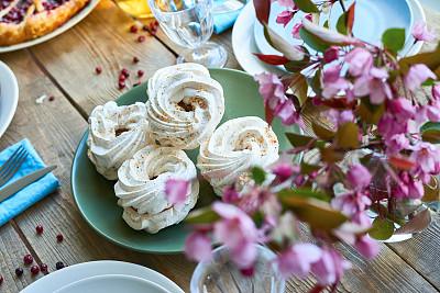 甜食,春天,苹果花,蛋白饼糕,餐具,水平画幅,樱花,无人,奶泡,膳食