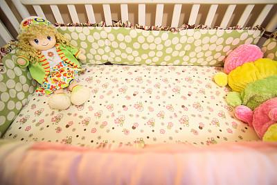 婴儿床,透过窗户往外看,式样,水平画幅,可爱的,无人,干净,特写,儿童房,圆点